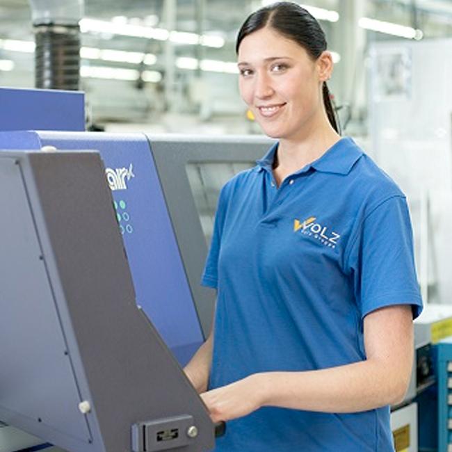 Zerspanungstechnikerin bei der Volz Gruppe GmbH