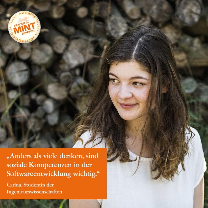 Die Studentin der Ingenieurswissenschaften Carina schaut nachdenklich zur Seite. Im Bild ist ein Zitat von ihr eingefügt: Anders als viele denken, sind die sozialen Kompetenzen in der Softwareentwicklung wichtig.