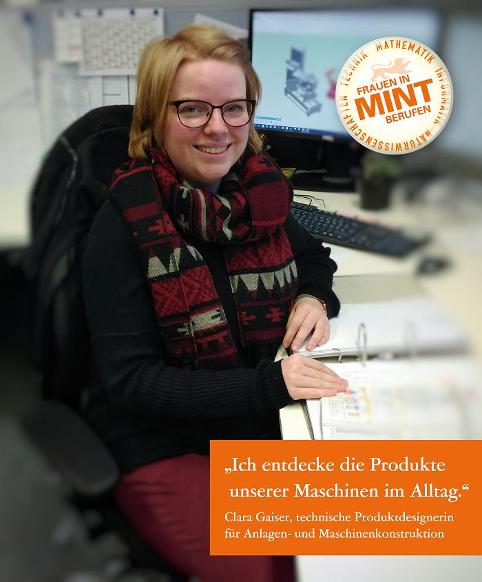 Die technische Produktdesignerin für Anlagen- und Maschinenkonstruktion Clara Gaiser sitzt lächelnd vor einem aufgeschlagenen Ordner. Im Bild ist ein Zitat von ihr eingefügt: Ich entdecke die Produkte unserer Maschinen im Alltag.