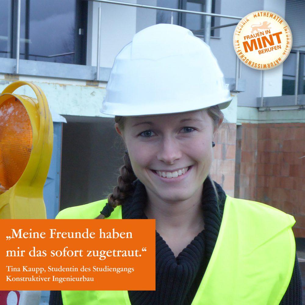 Die Studentin des Studiengangs Konstruktiver Ingenieurbau lächelt mit einem Helm und einer Warnweste bekleidet freundlich in die Kamera. Im Bild ist ein Zitat von ihr eingeblendet: Meine Freunde haben mir das sofort zugetraut.