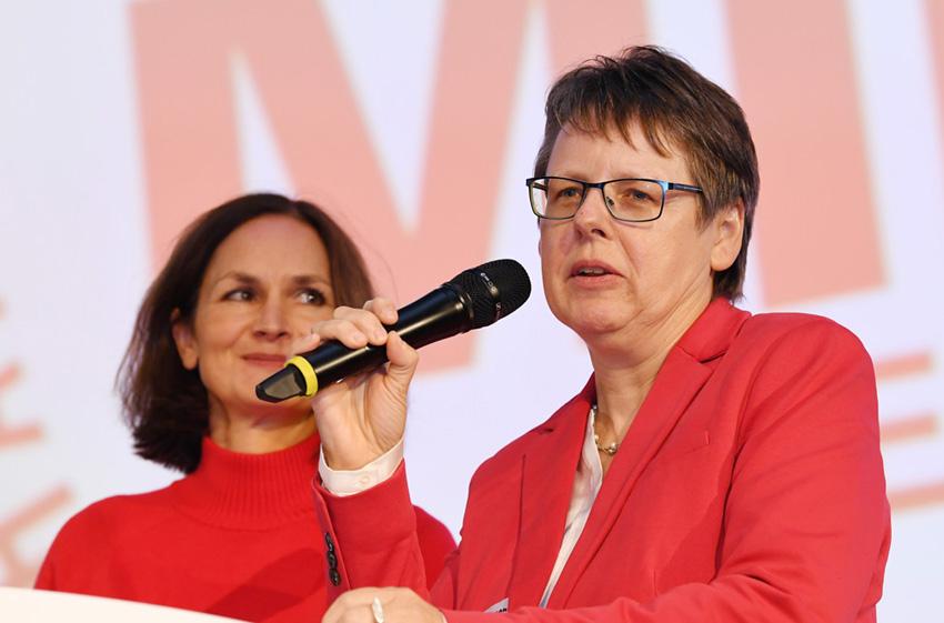 Dr. Friederike Kaiser, Leiterin des Referats Personal, Chancengleichheit und Ordensangelegenheiten im Wissenschaftsministerium und Dr. Birgit Buschmann, Leiterin des Referats Wirtschaft und Gleichstellung im Wirtschaftsministerium