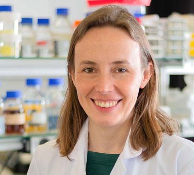 Porträtaufnahme von Dr. Fiona Elisabeth Müller, die freundlich in die Kamera lächelt.
