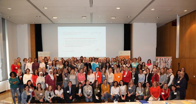 Ein Gruppenfoto aller Teilnehmerinnen der Mentorinnen-Veranstaltung