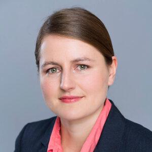 Das Bild zeigt die wissenschaftliche Referentin Dr. Miriam Falge von der IJF