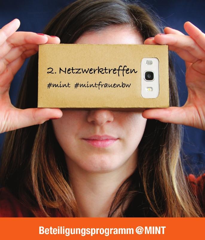Das Bild zeigt die Einladung des 2. MINT-Netzwerktreffens: eine Frau, die mit einem Smartphone Bilder macht