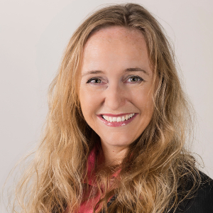 Das Bild zeigt Prof. Dr. Nicole Marmé. Sie ist Studiendekanin der Fakultät III  der Pädagogischen Hochschule Heidelberg für das Fach Physik