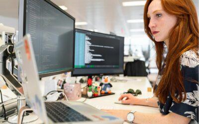 IT-Ausbildungsprogramme der IHKs für Studienabbrecherinnen aus den MINT-Bereichen