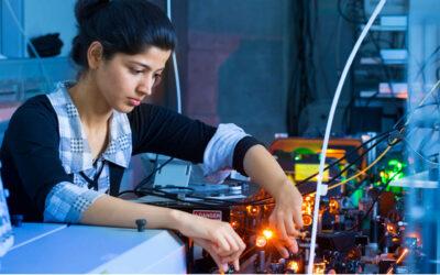 Mit Klick auf dieses Bild einer jungen Quantenphysikerin gelangen Sie zum Beitrag.